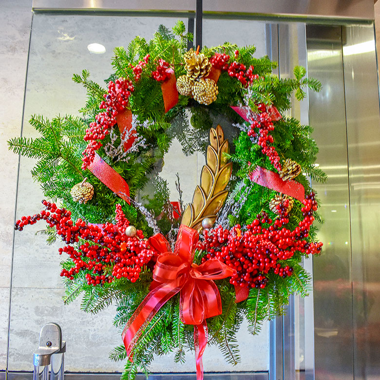 Luludi Living Art Holiday Lobby Wreath