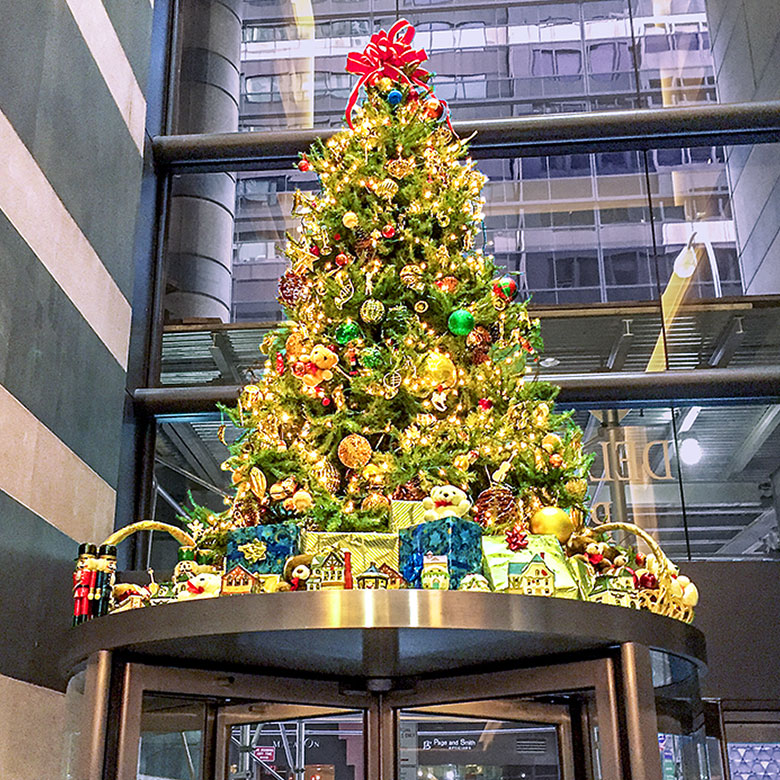 Luludi Living Art Lobby Christmas Tree